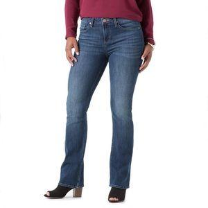 LEE RegularWash Modern MidRise Bootcut JeansPlus18
